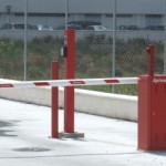 Control de accesos: barrera vertical automática
